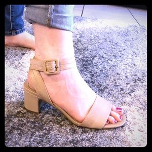 Like New! LifeStrides Block Heel Sandals